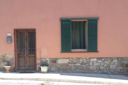 Casetta a Gavorrano, mare e colline della Toscana