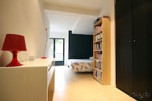 La chambre spacieuse