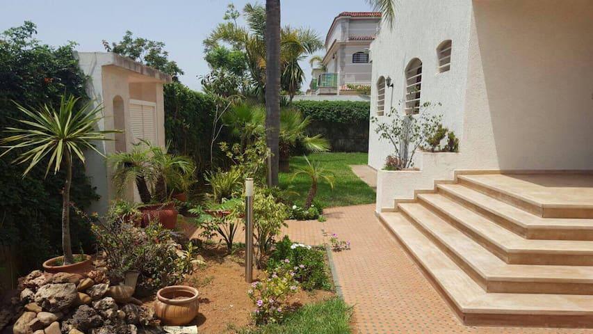 Grande villa dans beau quartier résidentiel Rabat - Rabat - Villa