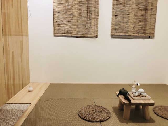 日式风格,床垫可以收到柜子里