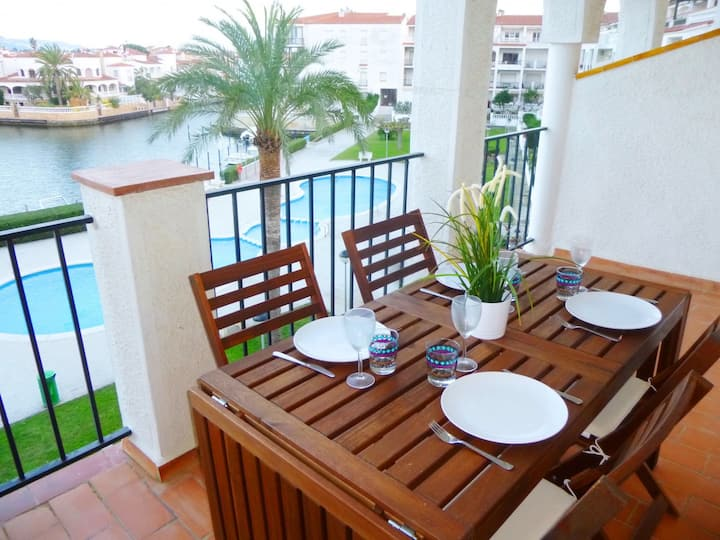 0137-SANT MAURICI Apartment with view on the canal and pool