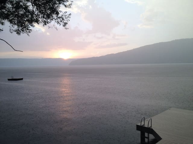Picturesque Keuka lakefront home - Dundee - Rumah