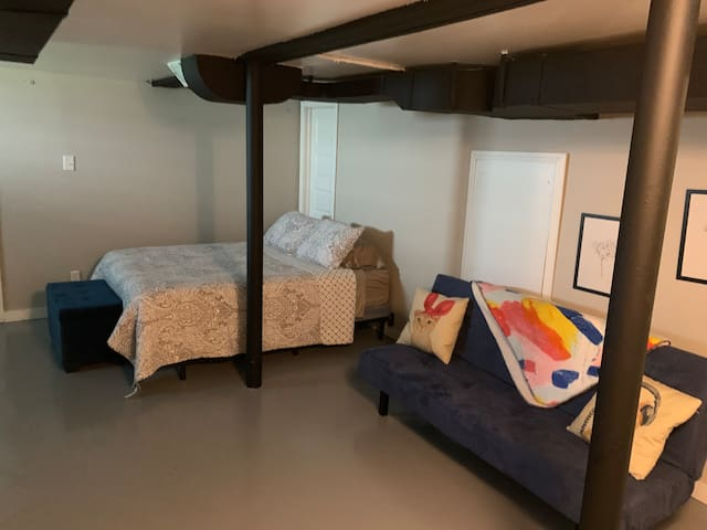 Basement studio near U of L and Churchill downs