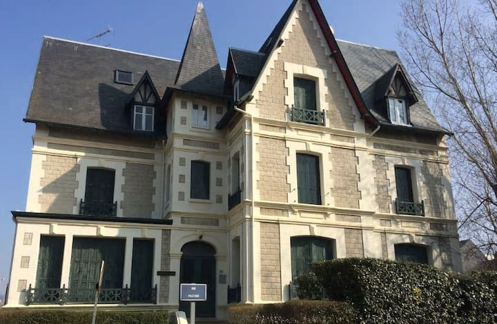 Deauville studio ds VILLA face MER/PLAGE/PLANCHES