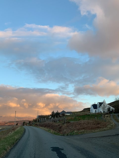 Beautiful cottage with stunning views Carbost Skye