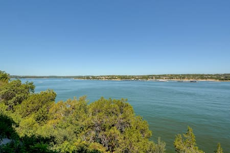 Sophisticated Lake Travis Condo - Lakeway - Condominium