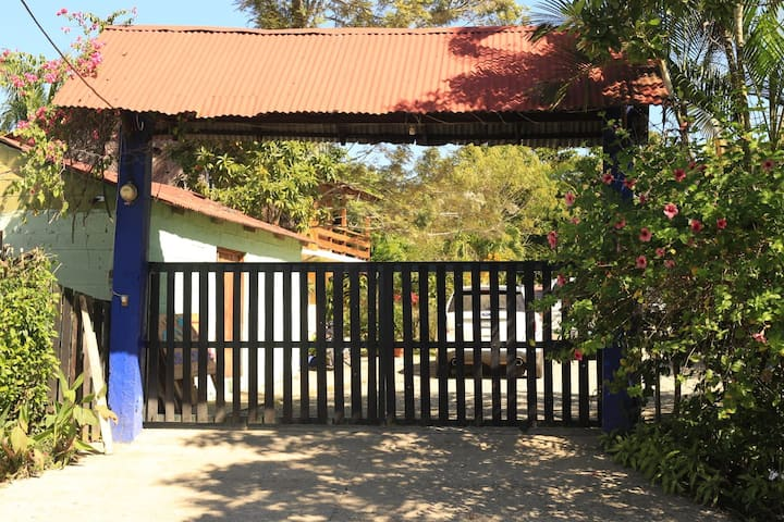 "Jarabacoa House  ""Papa Mongo"" pool & hammocks"