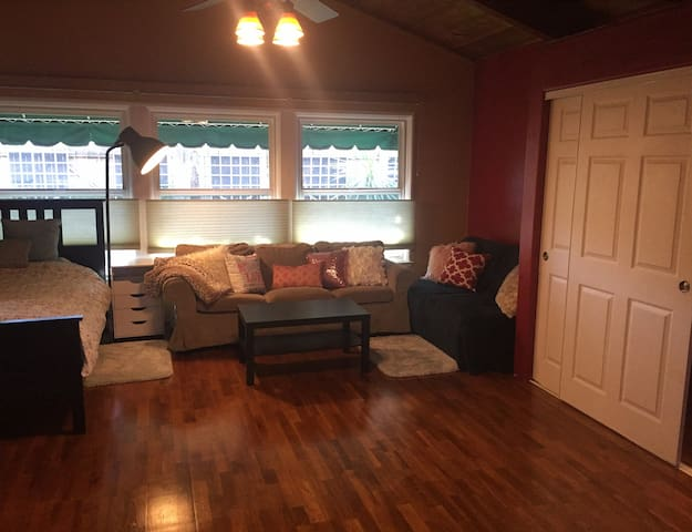 330 Sq Ft-Large room & bath in Sunnyvale - Sunnyvale - Bed & Breakfast