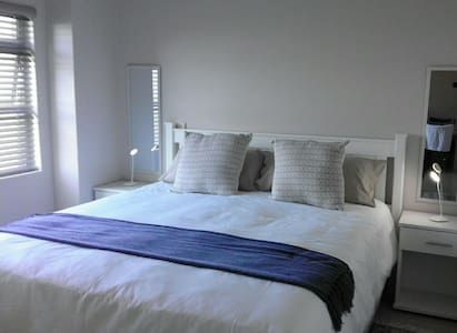 Cosy 2 Bedroom Same-Level Parking - Umhlanga - Apartamento