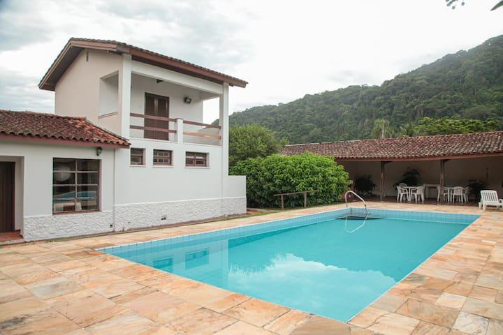 Casa no Guarujá com piscina 400m Praia do Guaiuba