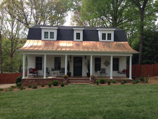 Cleveland Forest/Downtown 3BR/3BA, monthly rental - Greenville - Casa