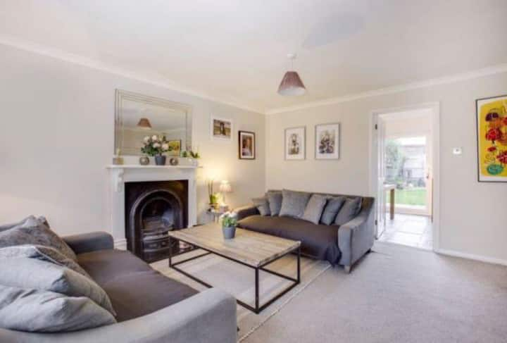 Spacious, 3 Bedroom House, Marlow with garden.