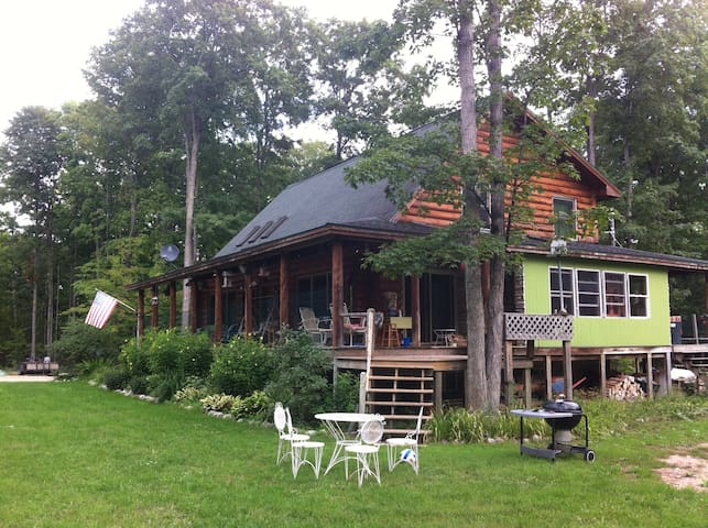 Larks Lake Family Lodging - Pellston - Rumah