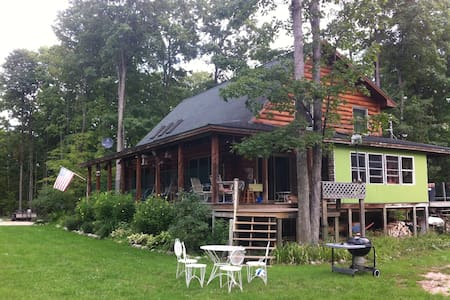 Larks Lake Family Lodging - Pellston - Annat