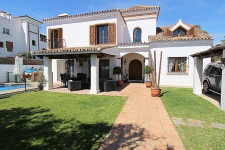 Villa San-Pedro - San Pedro de Alcantara - บ้าน