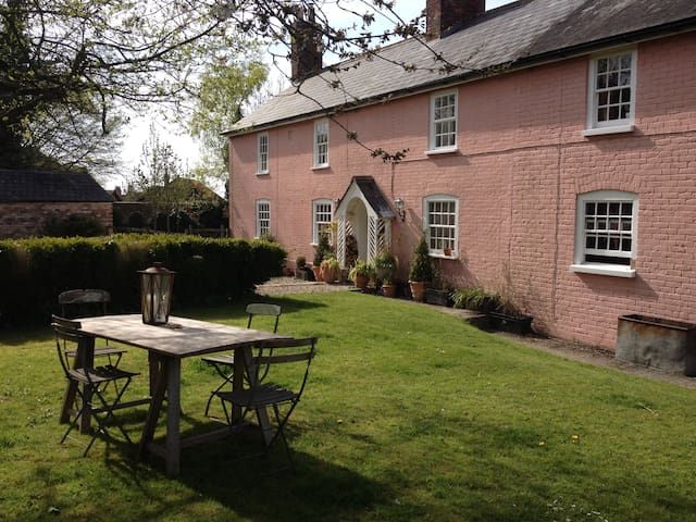 Wiltshire B+B - Beautiful Georgian farmhouse - All Cannings - Bed & Breakfast