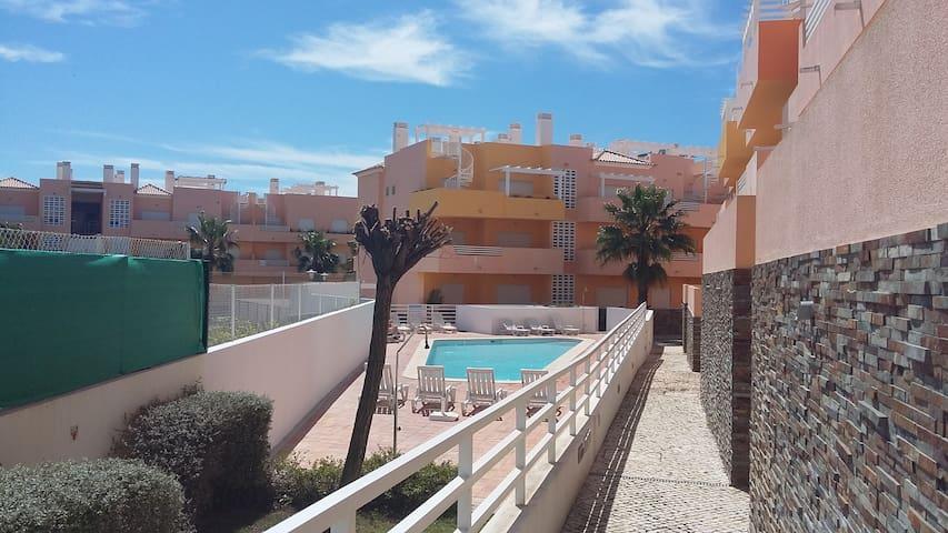 Apartamento T2 para Férias com Piscina - Conceição - Apartamento