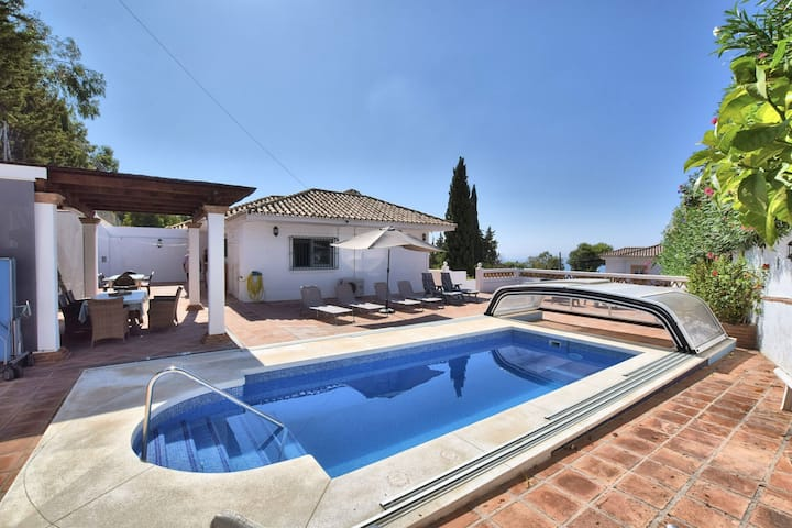 Homely holiday home in Benalmádena with private swimming pool