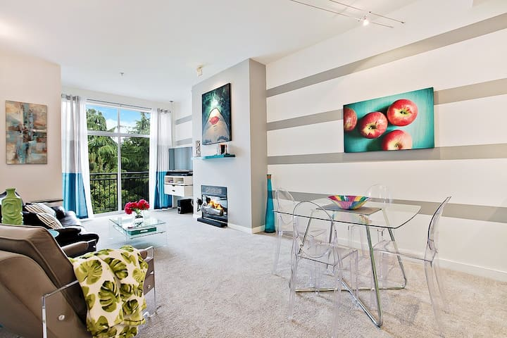 Modern Condo in Downtown Kirkland