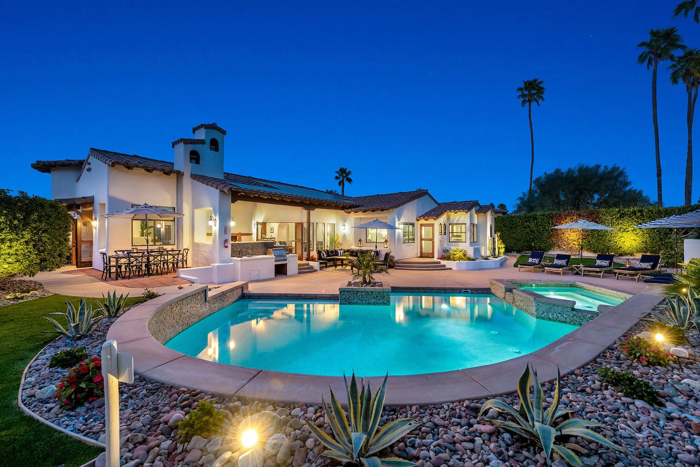 Private, Huge Pool Patio & Yard