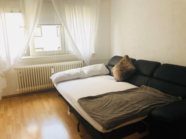 Couch or air mattress - 10min from fair/Messe.