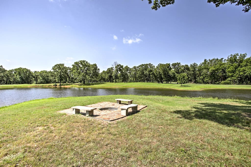 This cottage is located on an 80-acre horse breeding farm and wildlife preserve!