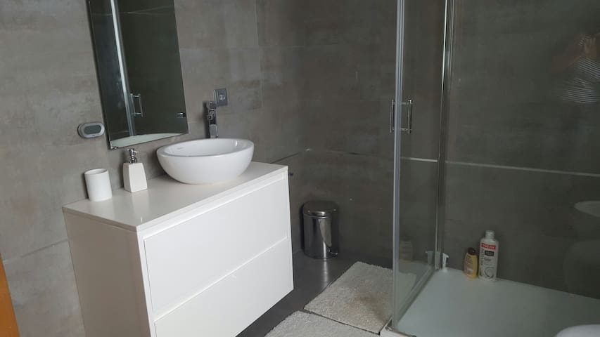 Porto airport 1 double room private bathroom - Vila Nova da Telha - Haus