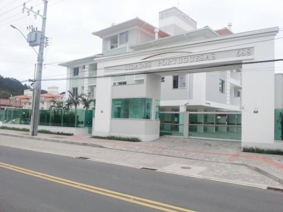 Entrada principal do Condomínio Cidades Portuguesas