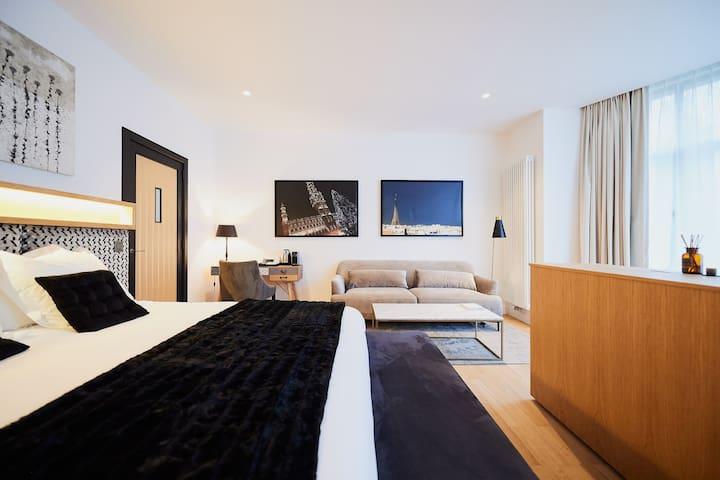 Suites 124/1