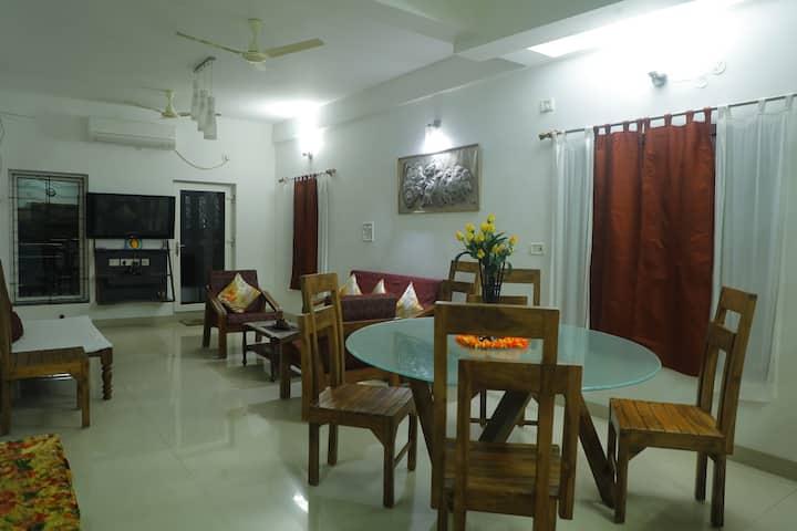Mel Ville 3 Bedroom Apartment w/ Kitchen - Pearl