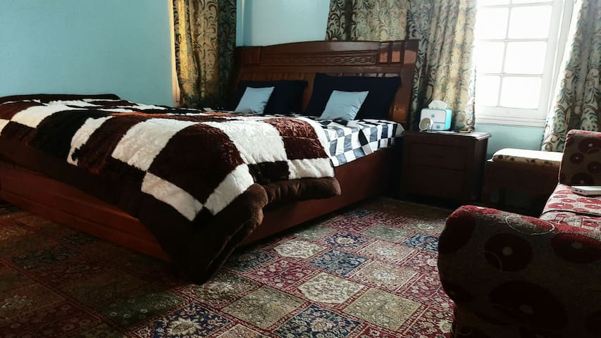 Private Room in Srinagar - Srinagar - Casa