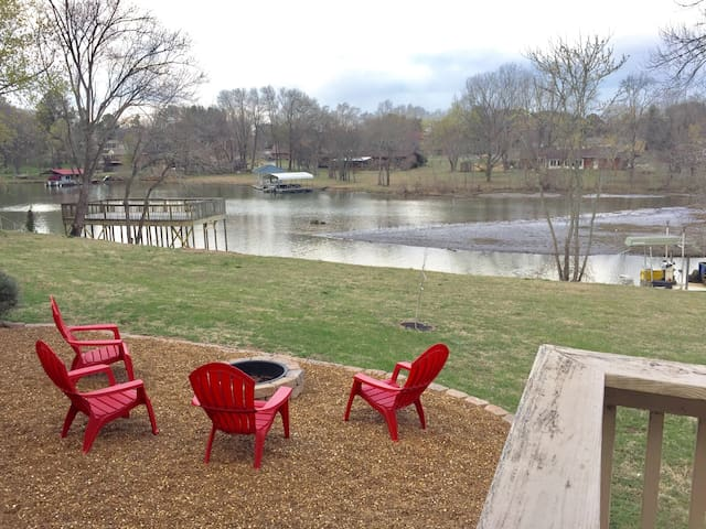 Family Friendly Lake House w/ Dock near Nashville - Mount Juliet
