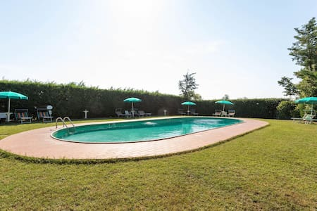 Elegant apartment with swimming pool and gym on Lake Trasimeno