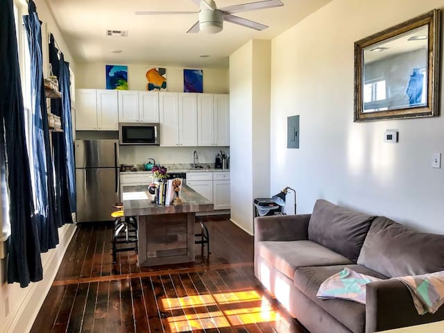 Cozy Flat with Balcony in Central City