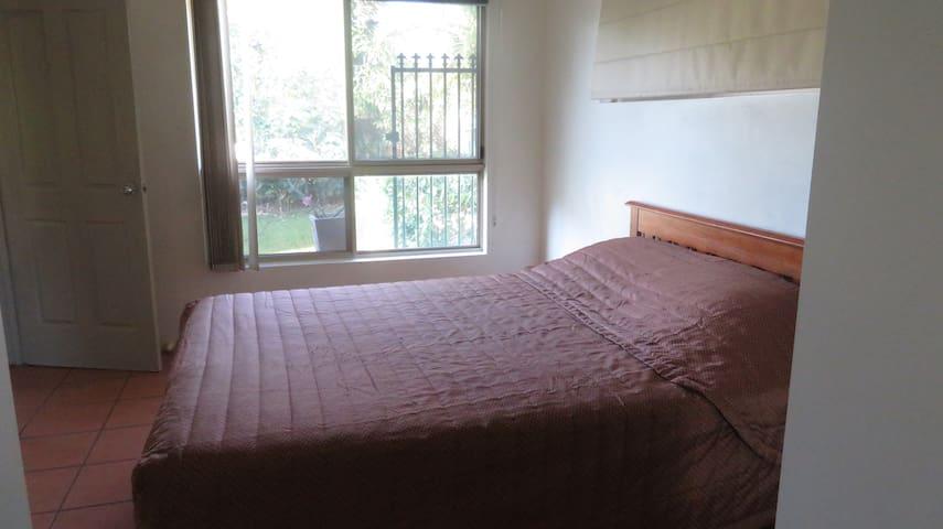 bedroom one(queen bed)