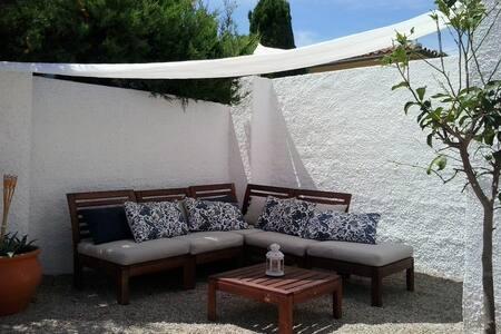 Pequeña casa tranquila con jardín privado. - Miami Platja - House