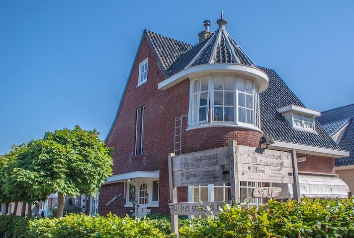 Romantische Torenkamer van Juthout op Texel - De Koog - Bed & Breakfast