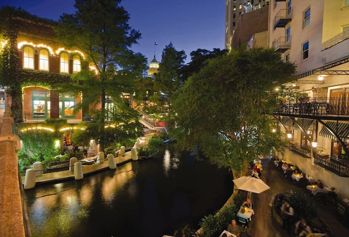 STAY ON THE RIVERWALK ★ 1BR ★ ★