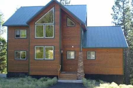 Magnificent Diamond Peak Cabin near Crescent Lake - Crescent - Stuga