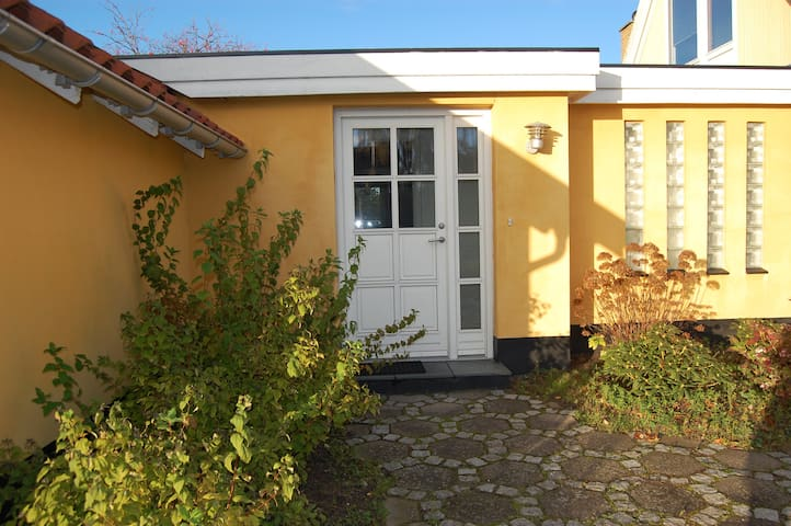 Privat anneks tæt på strand og by - Vallensbæk Strand - Hus