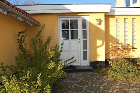 Privat anneks tæt på strand og by - Vallensbæk Strand - Dom