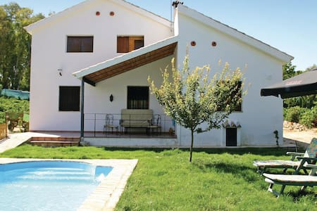 3 Bedrooms Home in Montemayor - Montemayor