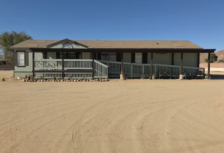 *Spacious Desert Oasis 5 BR/2 Bath on 2 acres