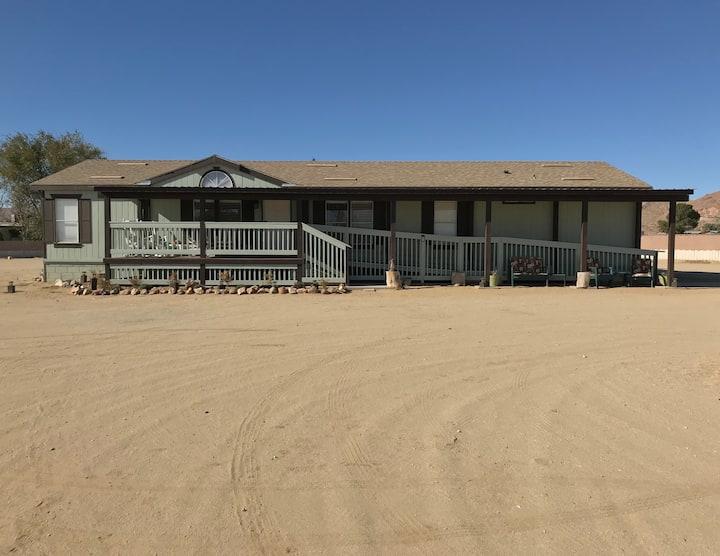 *Spacious Desert Oasis 5 BR/2 Bath on 2 acres