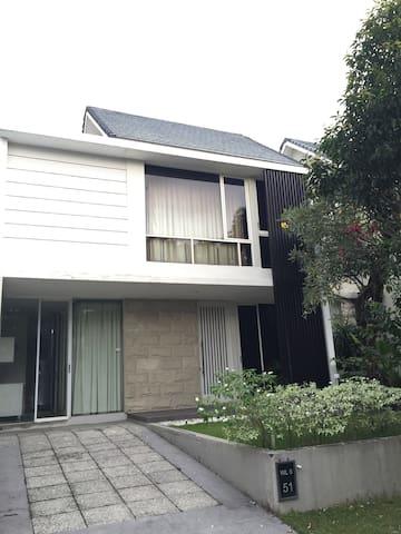 Two storey house 160 m2 - Surabaya - Huis