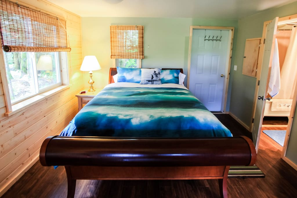 Queen Size bed, lower bedroom with bathroom entrance