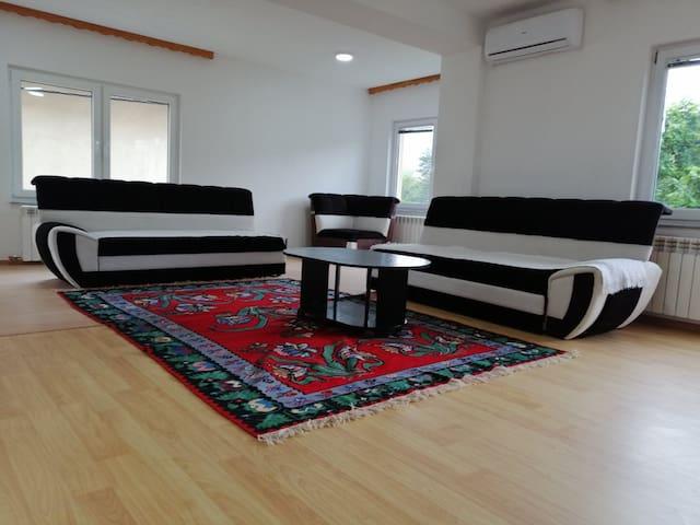 SWEET HAUSE