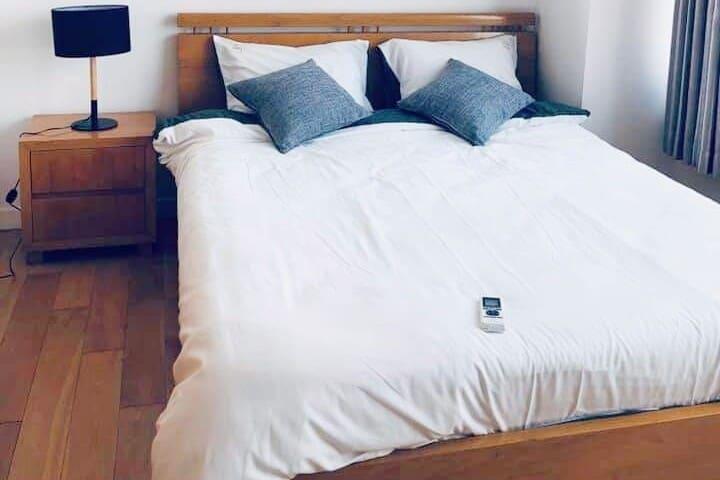 ★ Entire Condo ★ 2 Bedroom ★ Modern District 7