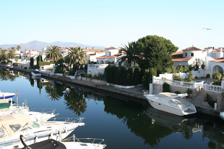 Appart T2  4 pers. sur canal Valira - Empuriabrava - Byt