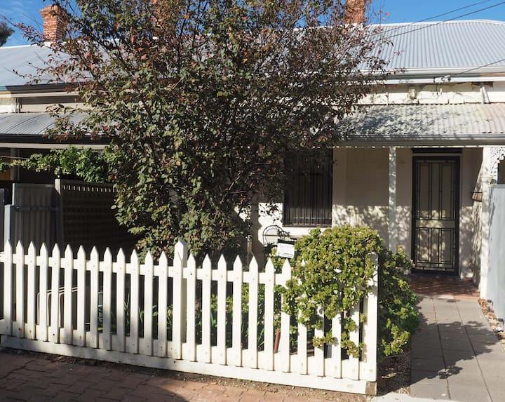 Odeon Cottage (Part of Harriett's)